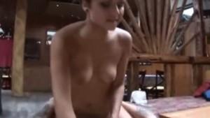 Missi Tanja Tolvanen saa isoa kyrpää baarissa Mr. Daddyltä