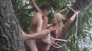 19-vuotias Vanilla nauttii Jepen isosta kyrvästä anaalissa rannan lähellä