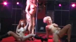 Rakel Liekki ja lesbo show Seksimessuilla