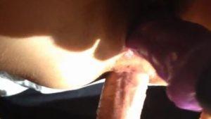 Munaa anaaliin ja dildoa pilluun